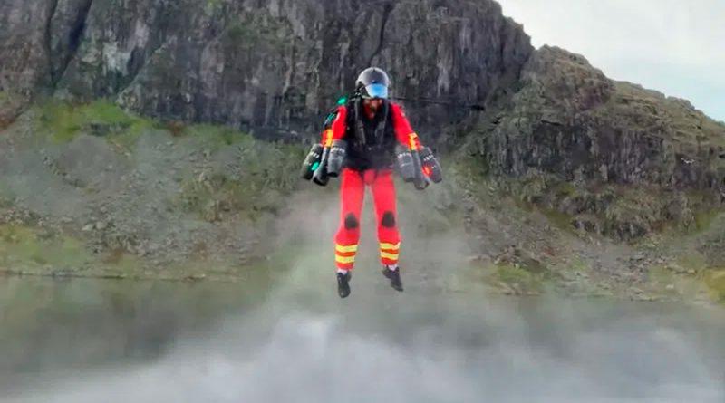 Crean traje volador para paramédico en aras de facilitar trabajos de rescate
