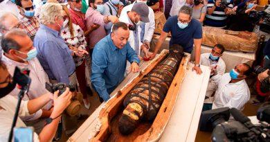 Hallan 59 sarcófagos en Egipto sepultados hace más de 2,600 años