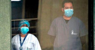 """""""El covid-19 no es una pandemia"""": los científicos que creen que el coronavirus es una sindemia (y qué significa esto)"""