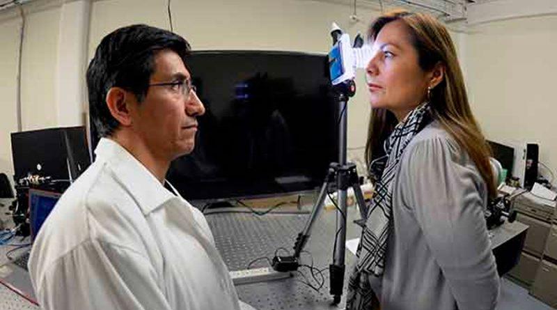 UNAM desarrolla topógrafo con cámara de celular para evaluar la forma de la cornea