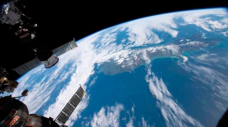 La tripulación sella temporalmente fuga de aire de la estación espacial internacional
