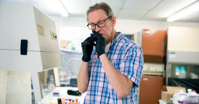 Estos científicos se están aplicando vacunas experimentales contra el coronavirus