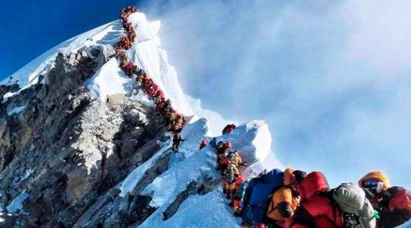 Nunca habían encontrado microplásticos tan alto: en el Everest