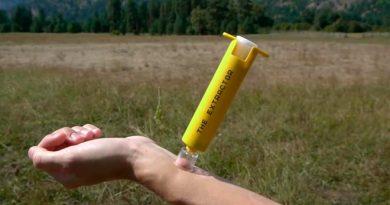 Este kit de supervivencia extrae el veneno de las serpientes y los aguijones de las avispas