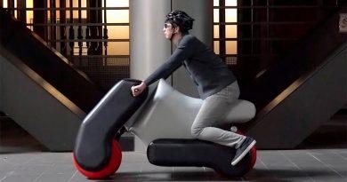 Poimo, la moto eléctrica portátil e hinchable que te fabricas a medida