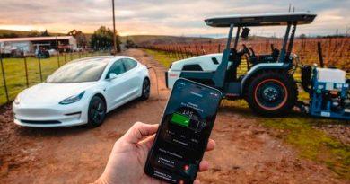 Crean un tractor inteligente que se puede manejar simplemente con un móvil