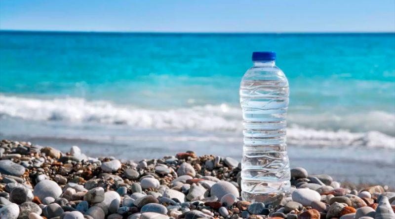 Científicos logran convertir agua de mar en agua potable en media hora usando luz solar