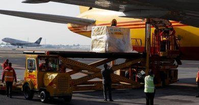Primer cargamento de vacunas contra el COVID-19 llega a México, primero en Latinoamérica