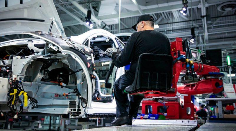 ¿Cómo se fabrican los autos Tesla? La firma de Elon Musk divulga un video