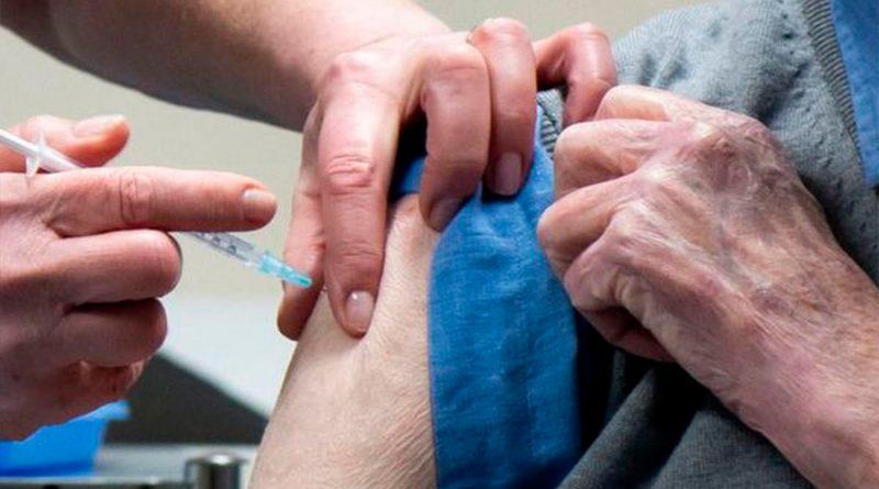 Vacuna covid-19: una dosis cada 3 o 12 semanas, el debate sobre cuál es la mejor estrategia