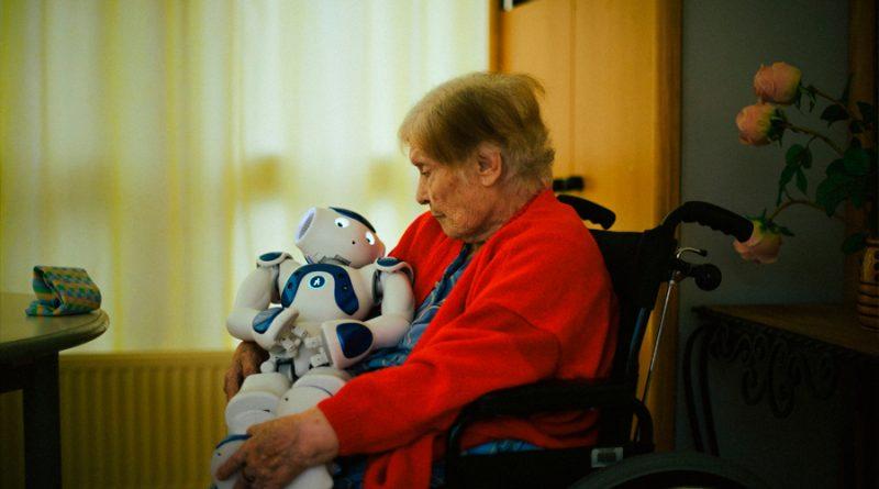 Crean un robot antisoledad para acompañar a los adultos mayores en tiempos de pandemia