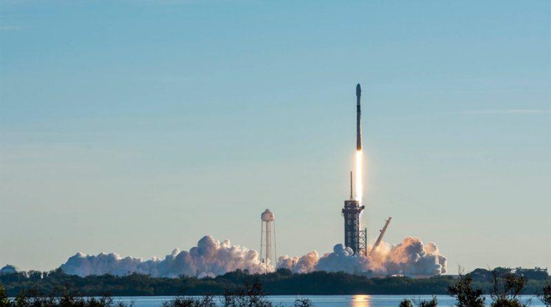 SpaceX de récord: usa 8 veces el mismo booster para el cohete y ha orbitado más de mil satélites Starlink