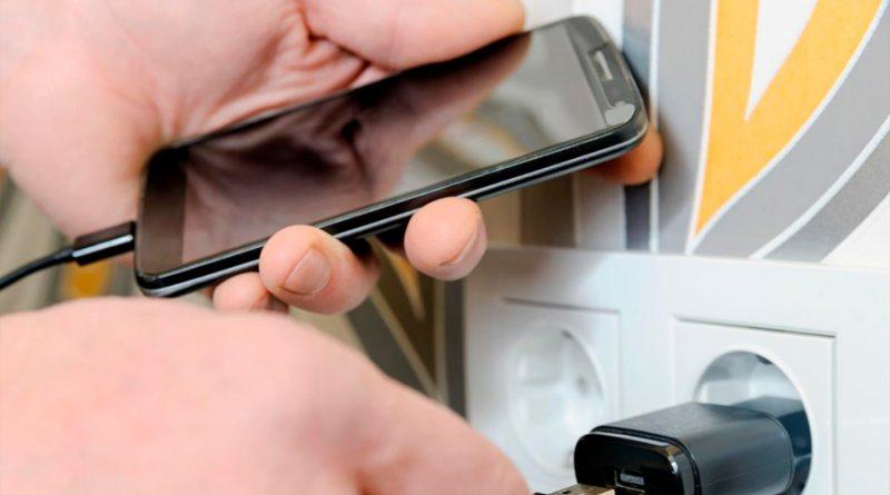 Lugares públicos donde no deberías cargar tu móvil