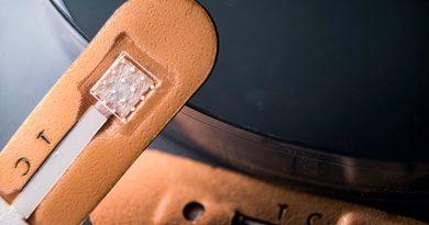Un nuevo vendaje de microagujas detecta la malaria en minutos