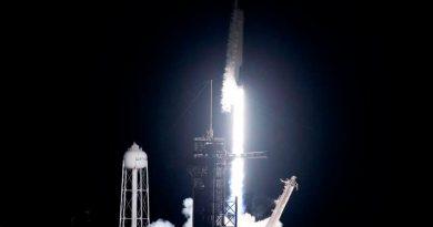 SpaceX rompe un récord al lanzar 143 satélites y una cápsula de cenizas humanas en un sólo cohete