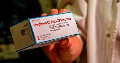 Moderna asegura que su vacuna protege contra las variantes británica y surafricana