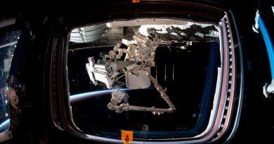 """Astronautas salen de la estación internacional para tareas en la plataforma """"Bartolomeo"""""""