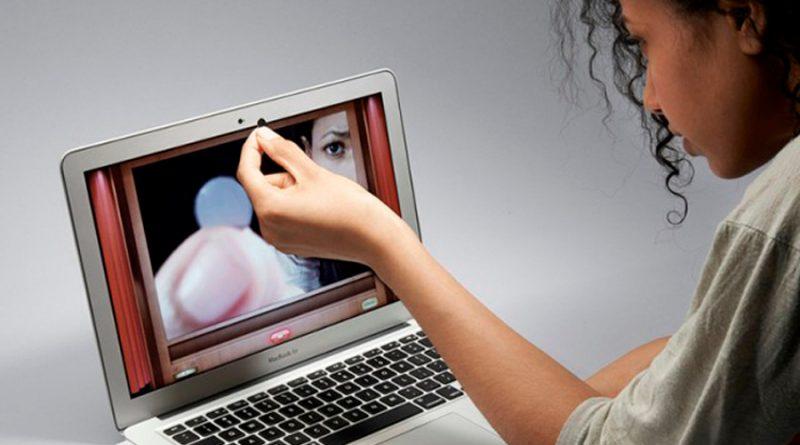 ¿Por qué sí debes cubrir la cámara web en Home Office?