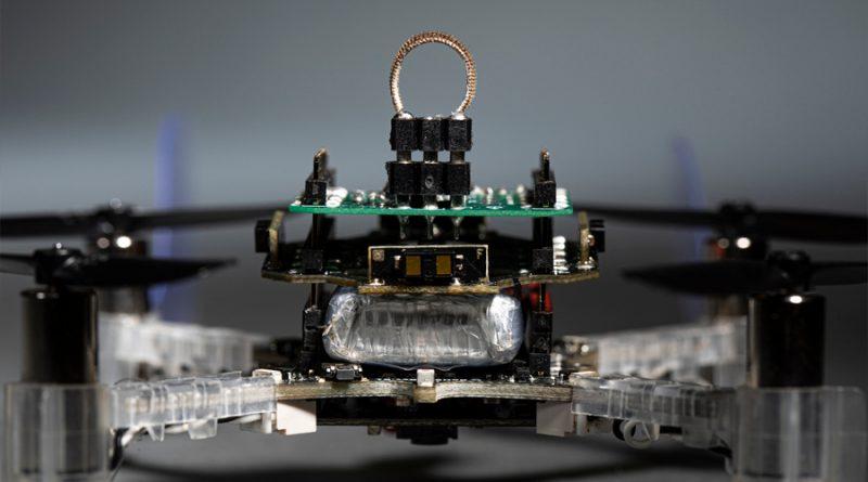 Crean dron cíborg capaz de guiarse por olores