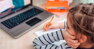 Una niña aprende un truco para bloquear su cuenta de Zoom y se salta casi un mes de clase