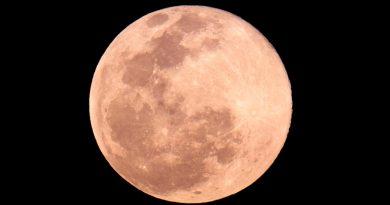 Afirma estudio que gente duerme menos en las noches antes de la luna llena