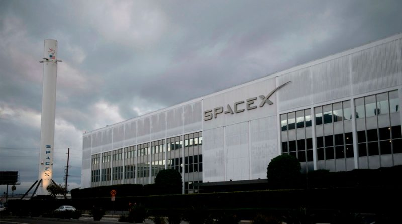 SpaceX espera llevar primeros turistas al espacio a fines de 2021