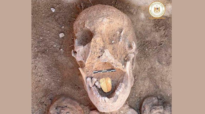 El fascinante hallazgo de una momia en Egipto con la lengua de oro