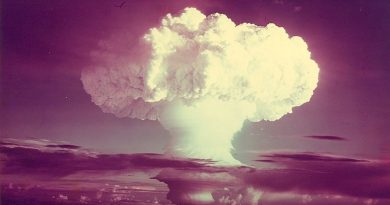 Propiedades inesperadas en el einstenio, descubierto con la bomba H