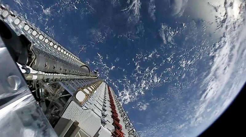 Videos muestran el 'tren de satélites' enviado por Elon Musk