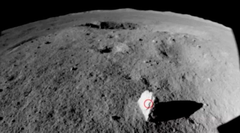 Científicos chinos descubren una extraña roca en el lado oscuro de la Luna