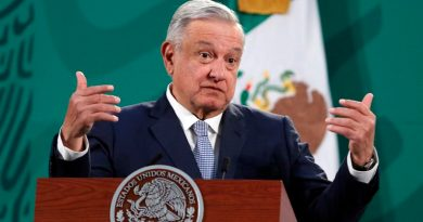 """El presidente de México dice que la defensa legal del glifosato es """"tirar el dinero"""""""