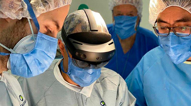 Universitarios realizan primera cirugía con realidad mixta en México