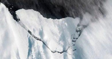 Llegan nuevas imágenes del A74, el inmenso iceberg que se desprendió de la Antártida
