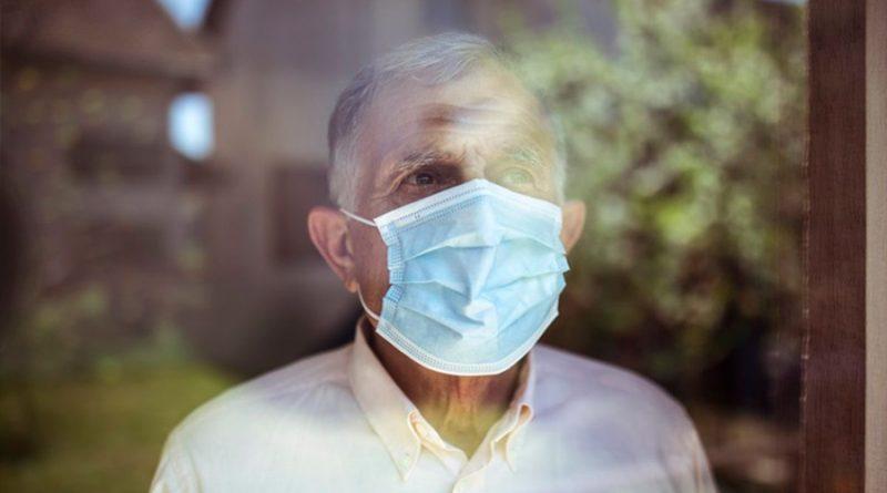Reinfecciones de COVID-19 son raras pero más frecuentes en mayores de 65 años