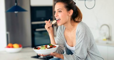 Comer despacio ayuda a adelgazar, según la ciencia