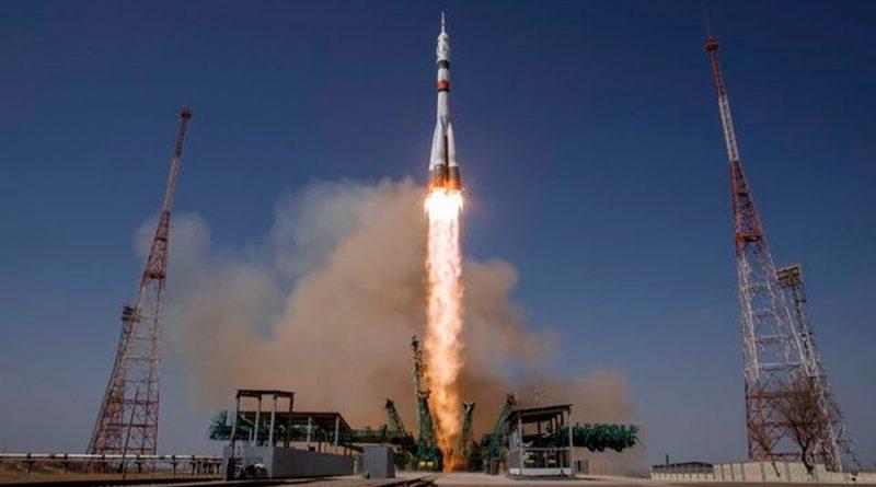 Cohete Soyuz se acopla a la ISS en misión de homenaje a Gagarin