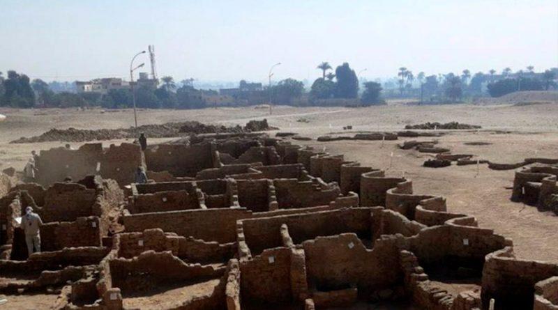 Egipto descubre la buscada Ciudad Dorada de Luxor bajo el desierto