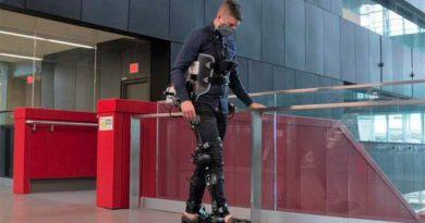 Crean Exoesqueleto con inteligencia artificial para no depender de su usuario al caminar