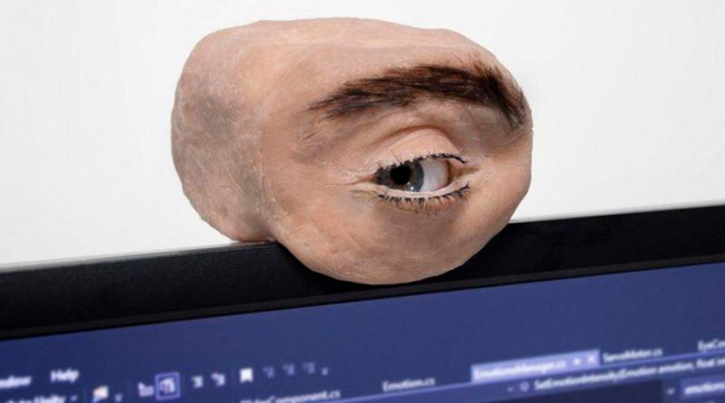Esta inquietante webcam es como un ojo humano que reacciona al entorno
