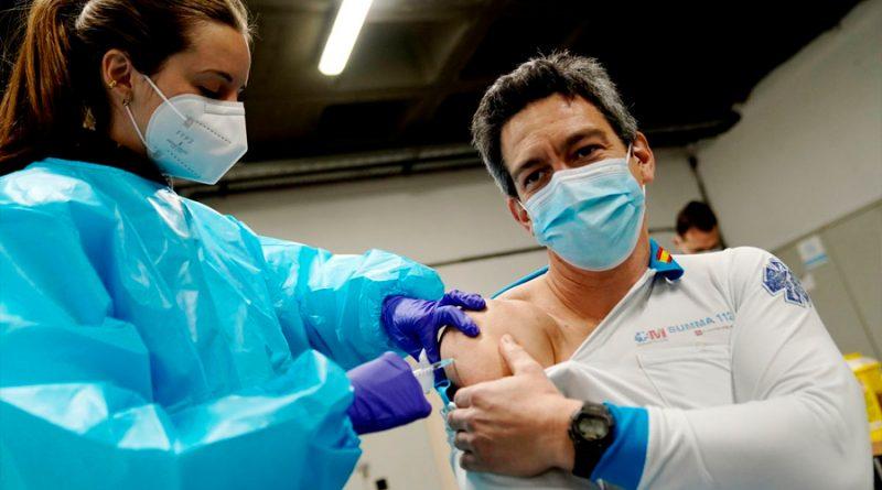 Desarrollan una vacuna contra varias cepas del coronavirus que cuesta solo un euro por dosis