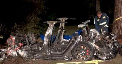 Choca un auto Tesla en piloto automático y mueren dos personas