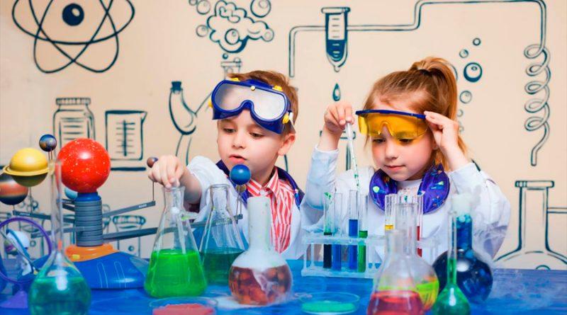 A celebrar a los niños y niñas haciendo ciencia en casa