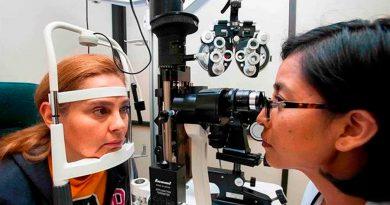 Crean un implante pionero a nivel mundial que corrige la vista cansada