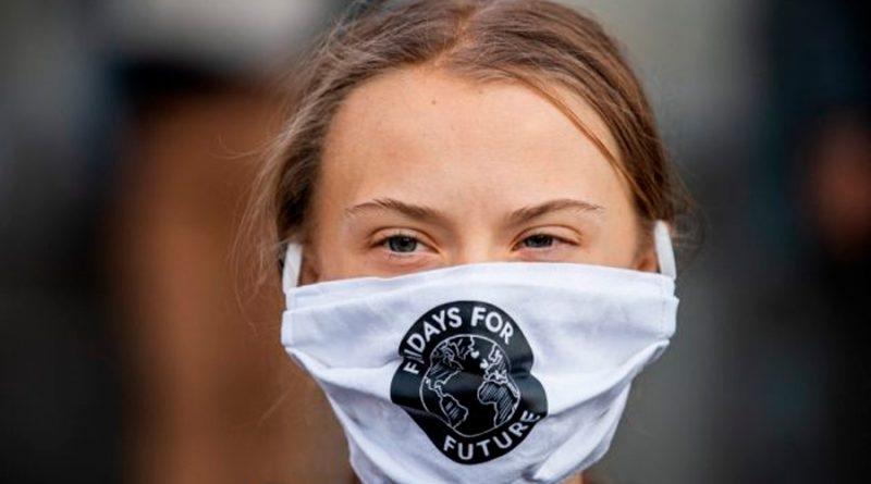 """Greta Thunberg acusa """"nacionalismo de vacunas"""" en reparto desigual"""