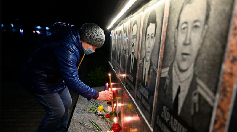 Ucranianos conmemoran a víctimas del desastre de Chernóbil en su 35 aniversario