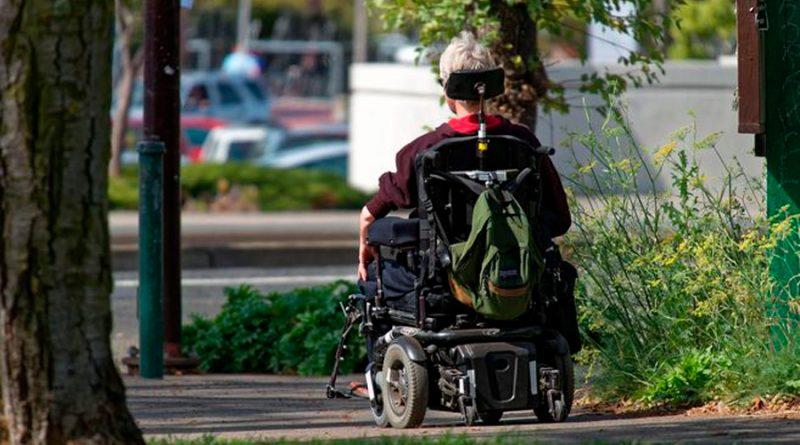 Un hombre paralítico usa una computadora cerebral para escribir con la mente