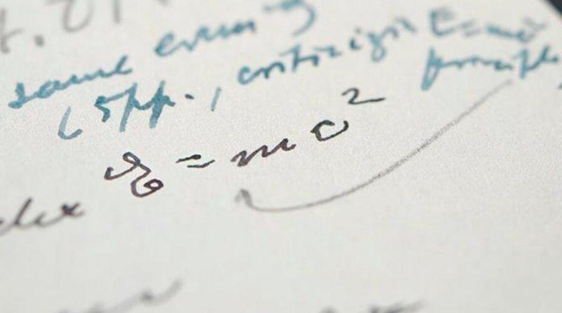 Subastada una carta escrita por Einstein con su famosa ecuación por 1.2 millones de dólares