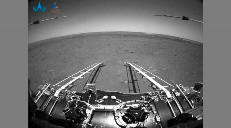 El rover Zhurong de China pone sus ruedas en suelo marciano