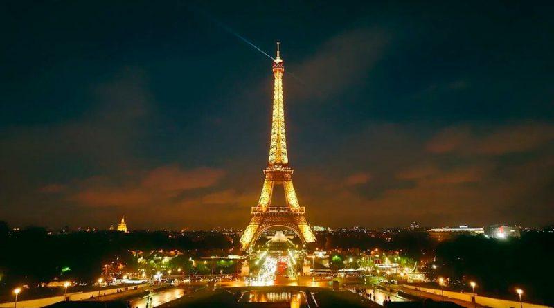 Iluminan la Torre Eiffel con hidrógeno renovable