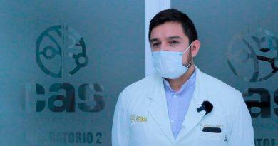 Premian a científico mexicano por inventar prueba que detecta cáncer en 15 minutos